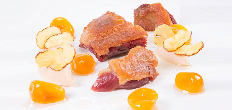 Confit de pato deshuesado con naranjas chinas y castañas
