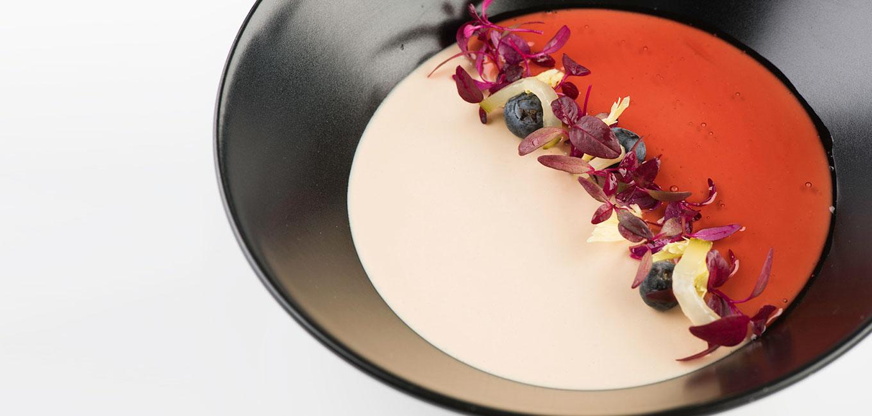 Cuajada de foie con gel de pacharán y ensalada fresca