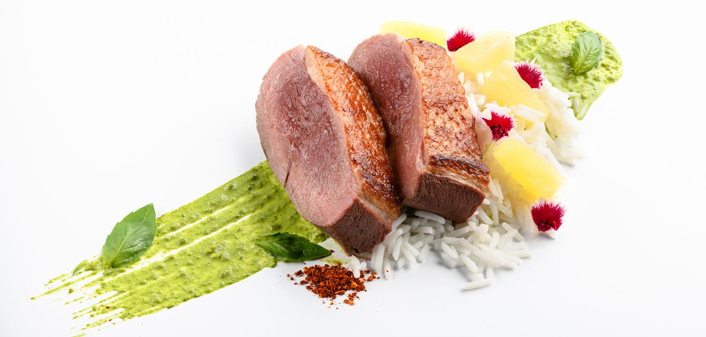 Curry de pato y piña con arroz de grano largo