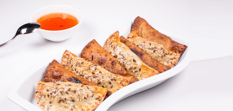 Empanadillas en dos texturas de confit de pato Martiko y verduras con salsa agridulce