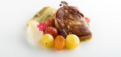 Escalibada con jamón de pato y foie gras a la plancha