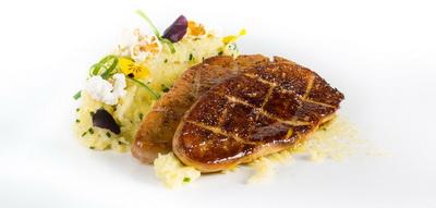 Escalopes de foie gras Martiko con polenta de miel y flores