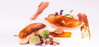 Foie gras de pato a la plancha con uvas blancas y tintas y reducción de mosto