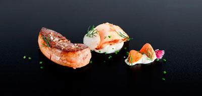 Foie gras de pato con vieras marinadas
