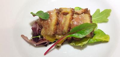 Canelón de magret relleno de calabaza, molleja y foie gras