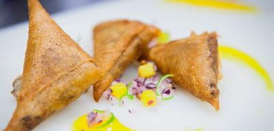 Empanadas de pato con salsa de mango