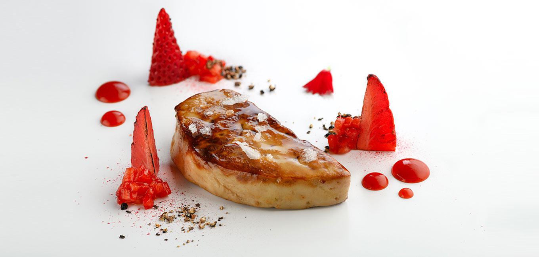 Escalope  de foie gras  con  fresas a la pimienta