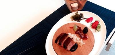 Pato catón Peking con caldo Kongfu y foie a la plancha