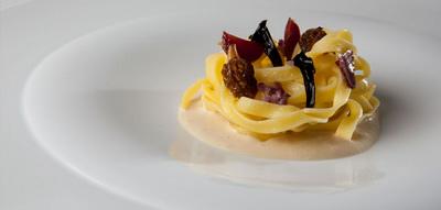 Pasta con salsa de foie y setas de primavera